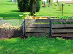 Kompostownik w ogrodzie
